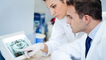Curso online Auxiliar de Enfermería + Curso Práctico de Primeros Auxilios (Doble Titulación + 4 Créditos ECTS)