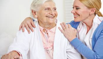 Formación homologada Auxiliar de Enfermería en Geriatría + Gerocultor para Residencias de Mayores (Doble Titulación + 20 Créditos tradicionales LRU)