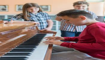 Curso online Experto en Diseño de Coreografías como Herramienta Didáctica para Profesores de Secundaria de Educación Musical (Curso Homologado para Oposiciones: Doble Titulación + 4 Créditos ECTS)