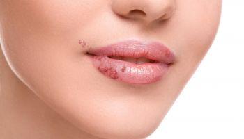 Curso homologado Curso Práctico en Cosmetología + Especialización en Cosmética y Dermofarmacia (Doble Titulación + 8 Créditos ECTS)